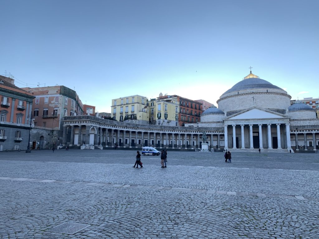 Один день в колоритном Неаполе и стоит ли ехать на автомобиле