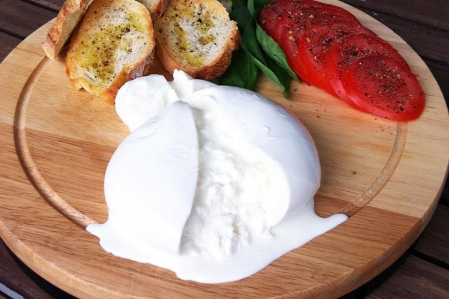 Буррата сыр, кухня Апулия